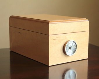 Blond wood cigar box with hygrometer / light solid wood humidifier box for cigar storage