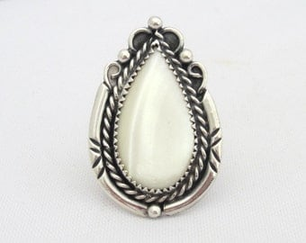 Vintage Southwestern Sterling Silver Mother of Pearl Ring Size 4.5