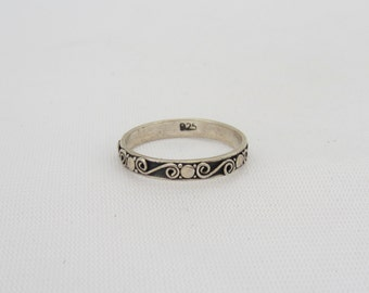Vintage Sterling Silver Engraved Band Ring Size 8