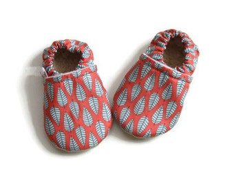 Baby booties, soft soled baby shoes, baby girl shoes, baby shoes, baby slippers, soft sole baby moccasins, baby moccs, baby girl moccs