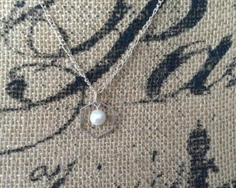 Honeycomb and Pearl Silver Necklace