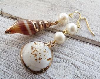 Shell earrings, summer earrings, dangle earrings, beach jewelry, wedding jewelry, freshwater white pearl earrings, sea jewelry, gioielli