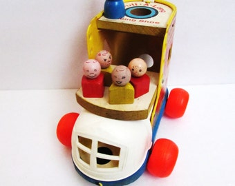 Fisher Price Pull-A-Long Lacing Shoe With Grandma And Kids  #146