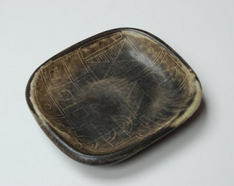 Studio pottery modernist stylised abstract dish/bowl.