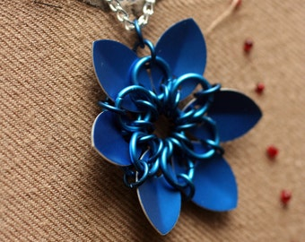 Blue Scalemaille Flower Necklace