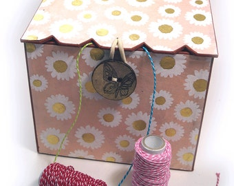 Box for wool and needlework projects, handmade, covered with loktapaper