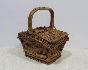 Wicker Sewing Basket ~ Basket with Red Lining ~ Cottage Chic ~ Cabin Chic Décor ~Farmhouse~Sewing Caddy~Hinged Basket~French Farmhouse Decor
