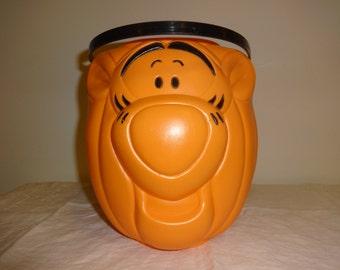 Vtg Tigger Pumpkin Halloween Candy Bucket / Pail