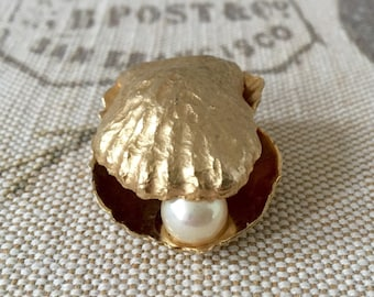 Vintage Signed De Nicola Gold Tone Brooch Shell with a Pearl Ship Free