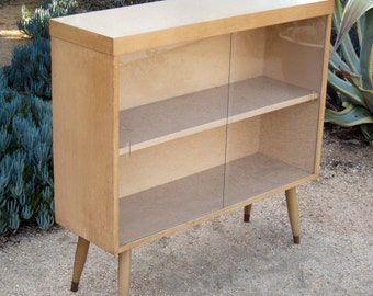 Mid century blond wood bookcase/display case