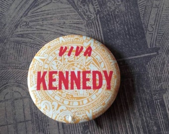 Vintage 1960s Robert Kennedy Viva Kennedy  campaign button pin