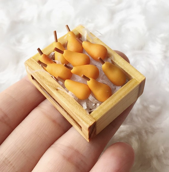 Miniature Pears in the Wooden Tray,Miniature Pears,Dolls House, Miniature Fruit,Miniature dolls,Miniatures accessories,Pear,DIY