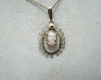 Very Pretty Gold Filled Framed Cameo Pendant Necklace