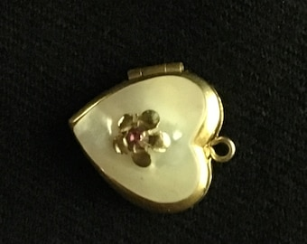 Heart shaped Locket with pearl