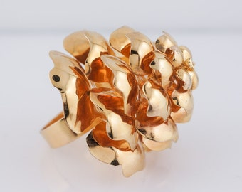 Retro Pine Cone Right Hand Ring in 14k Yellow Gold