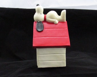 Snoopy bank ceramic vintage world rights reserve