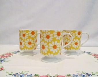 3 Vintage Pedestal Mugs with Daisies
