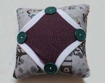 Cathedral Window Pin Cushion in 'Home Sweet Home' fabrics P1