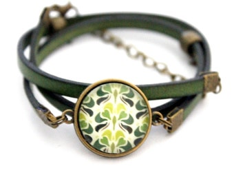 Bracelet green leather 3 rounds with cabochon 'abstract green and Apple green' bronze brass vintage