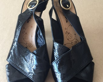 vintage 60s/70s black patent leather sandal