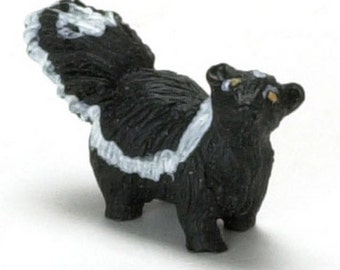 DOLLHOUSE MINIATURES SKUNK #A0837
