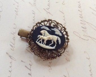 NEW! Ivory on Black Horse Ans Foal Alligator Hair Clip
