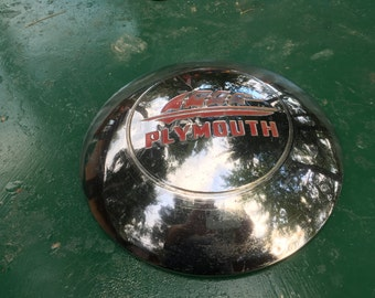 """Vintage 1946 """"Dogdish"""" Plymouth Hubcap"""