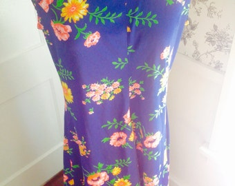 Plus Size Floral Maxi Dress//Vintage Polyester Women's Frock