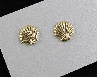 14kt Gold Post Seashell Pierced Earrings, J190