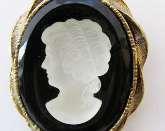 Vintage 1960s Gold Toned Black and White Glass Cameo Pin