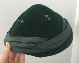 Green velour vintage hat with hat pin Robin Hood Peter Pan