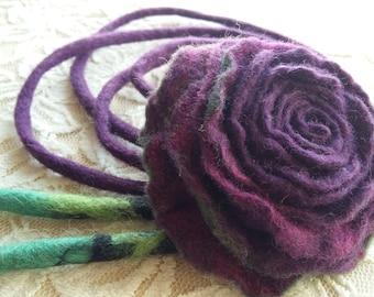 Felt wool necklace.Wool jewelry.Bright necklace .Felting.Wool felting.Wool flower..