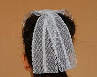 Bonnet with lace (code symmetric)