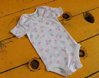 Vintage 3-6 Month Rose Print Bodysuit by Carter's, retro baby girl clothes, vintage baby girl clothes, vintage 3 month, vintage girl onesie