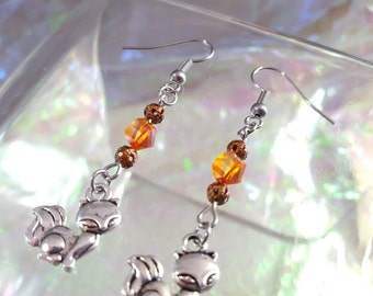 Fox, dangling earrings with beads in shades of orange.