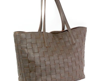 Waved tote