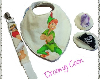Mini baby boy birth gift box (BIB, pacifier / rattle, pare pee). Model Peter Pan, Captain Hook pirate