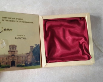 100 luxury personalised wedding invitation boxes with buckle and ribbon