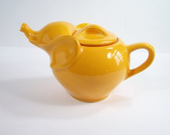 Yellow ceramic teapot elephant-shaped  vintage  Made in France
