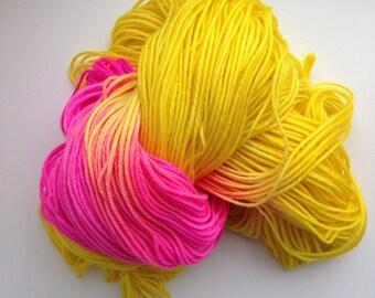 Sarah's House, hand-dyed Superwash Merino wool DK, 100 grams, yellow and fuchsia