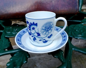 Hutschenreuther Blue Onion pattern coffee set / German porcelain cup and saucer / German coffee set / White Blue onion coffee set
