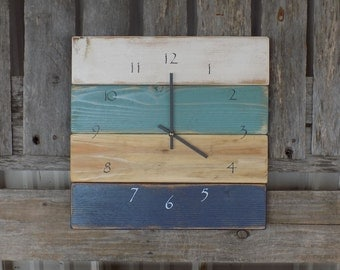 Round pallet clock round wood beach clock blue and green for Decoration murale bois sculpte