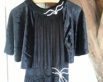 Vintage black velvet 1970's gown dress 40's revival 1940 seventies fourties Halloween Morticia Addams costume stevie nicks full length