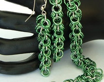 Shaggy weave bracelet and earring Kit. Perfect for the beginner or experienced chainmailer. Saw cut high quality Jump Rings. By lilcuddles.