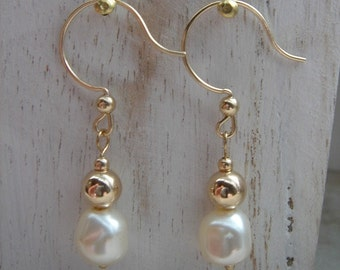 Earrings in gold 585 (14 K) and cultured pearls in cream!