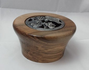 Potpourri bowl with pewter lid