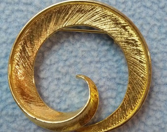 Gorgeous Goldtone Brooch Pin