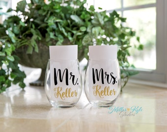 Pair of Personalized Mr. & Mrs. Wine Glasses - Wedding gift - Bridal Shower gift - Engagement Gift - Couples Gift - His and Hers - Mr Mrs