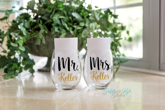 Pair of Personalized Mr. & Mrs. Wine Glasses - Wedding gift - Bridal ...