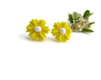 Daisy Earrings - Flower Stud Earrings - Spring Jewelry - Flower Girl Gift